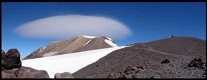 Mount Adams climb: on the false summit, perfectly lenticular cloud over the summit