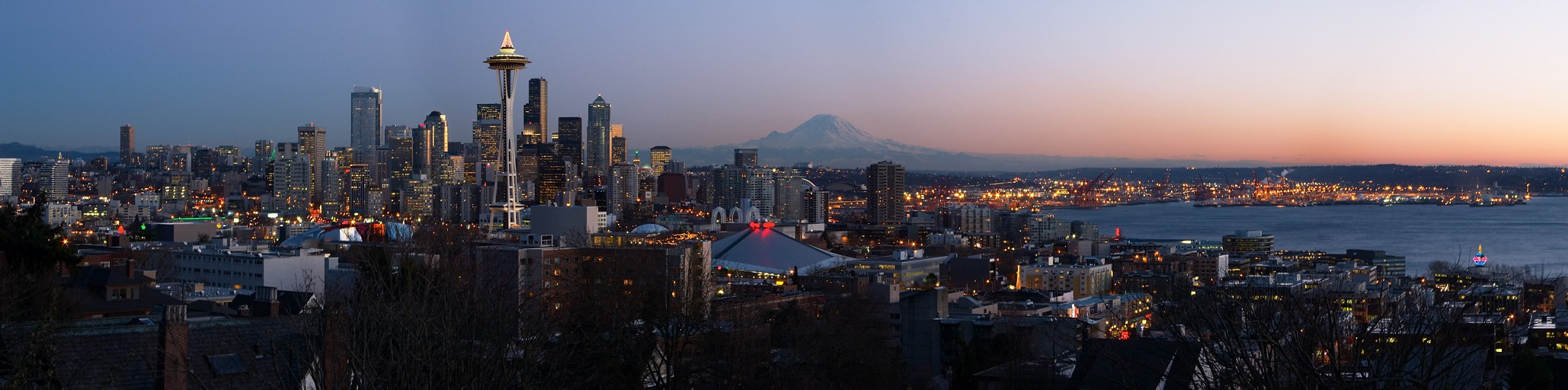 Seattle: seen from Kerry Park, with downtown, Seattle Center with the Space Needle, Mount Rainier, Elliott Bay, and the harbor
