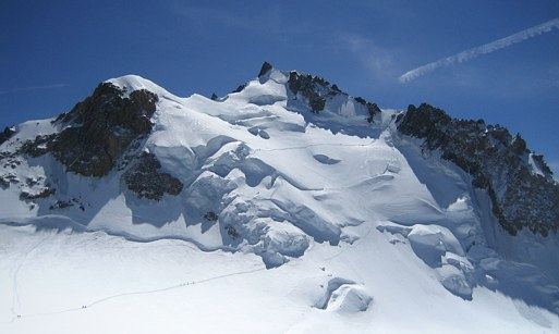 Mont Blanc: climbers on the Trois Mont Route, descend from the Col du Mont Maudit to the Col Maudit (4035 m)